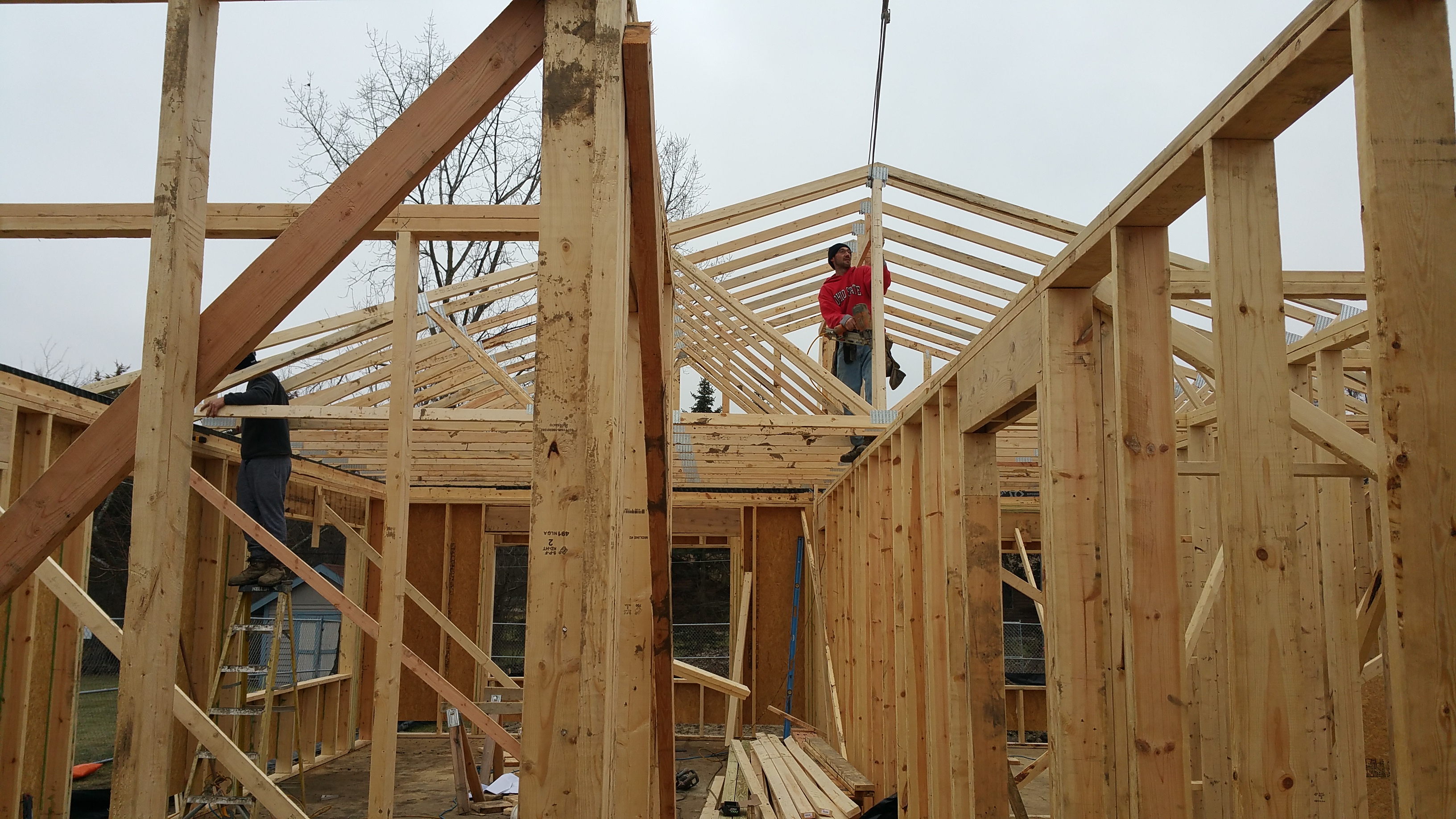 trusses-going-in-from-inside