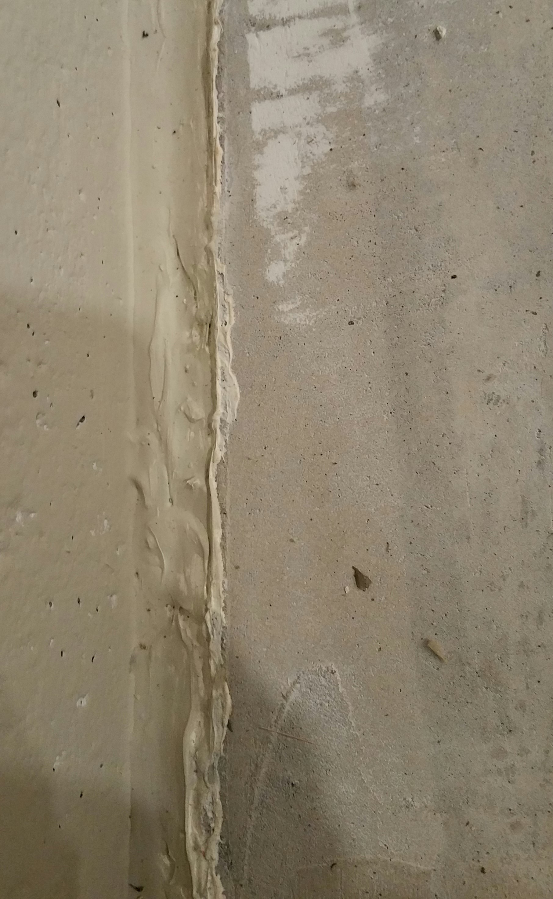 close up of wall - slab conection after air dam