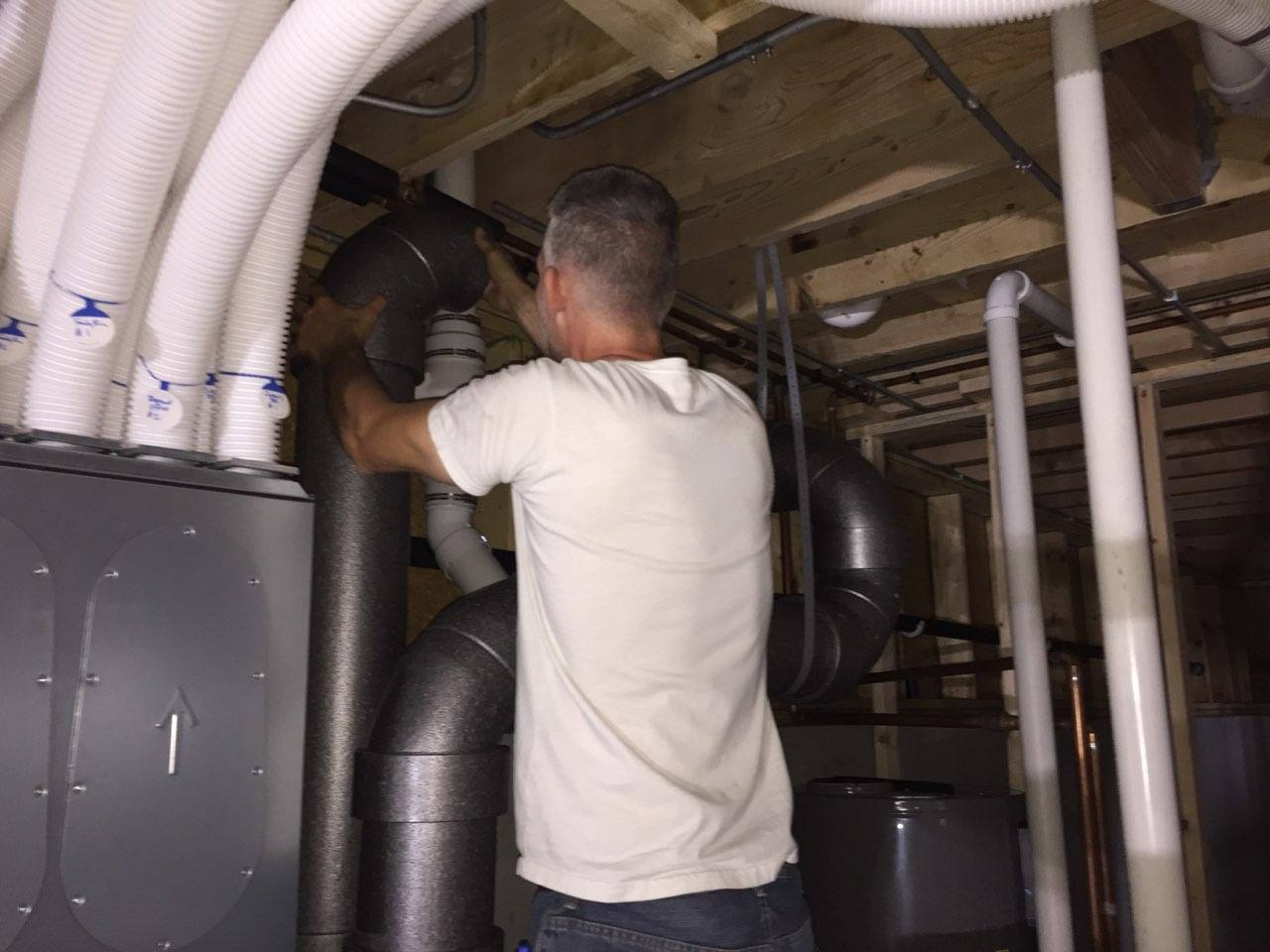 installing comfo pipe next to main unit
