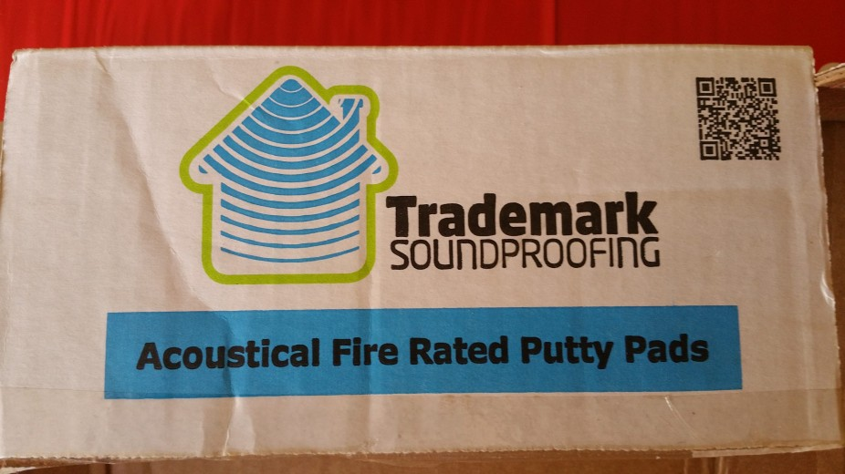 box label putty pads
